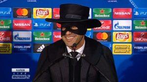 L'allenatore dello Shakhtar si traveste da Zorro