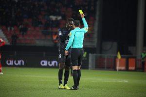 Mario Balotelli zittisce i razzisti, ma viene ammonito